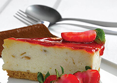 60034-gluten-free-rhubarb-and-strawberry-cheesecake_0