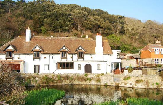 Dorset coast hotel sold to regional hotel operator