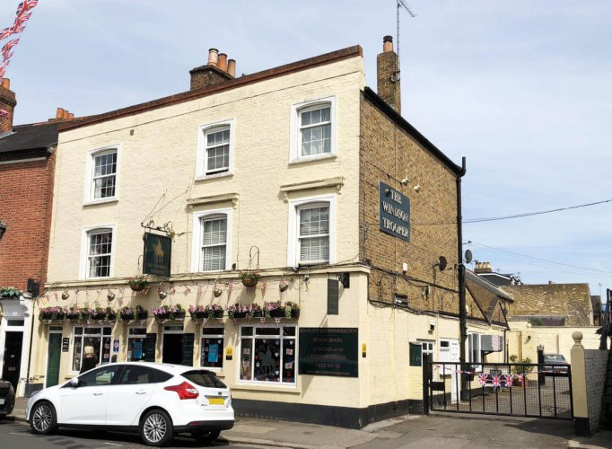 £850k Windsor pub with rooms sold to indie pub group